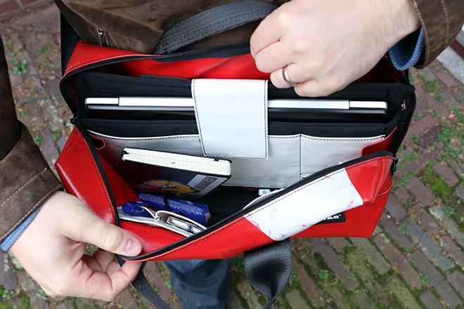 2f50a9751dd De laptop die ik in de tas stop is overigens een 15 inch ultrabook van  Asus. Ik heb diverse 15 inch laptops in te sleeve gepropt en dat ging over  het ...