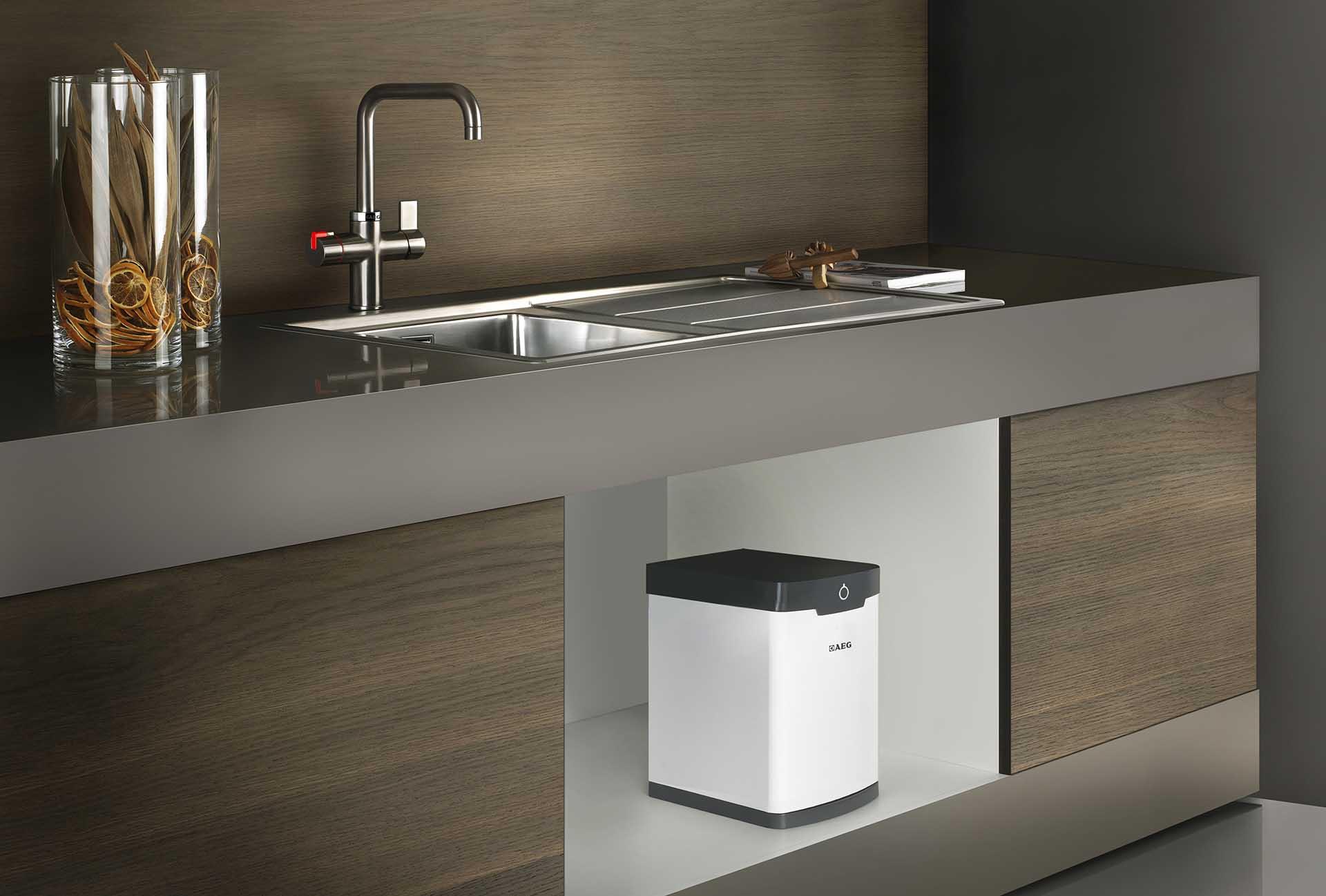 Aeg Keuken Inbouwapparatuur : Kokendwaterkranen aeg komt met de hot water tap gadgetgear