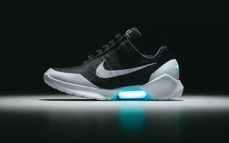 e1ac285fee9 Nike's zelf strikkende schoenen volgend jaar te koop - GadgetGear.nl