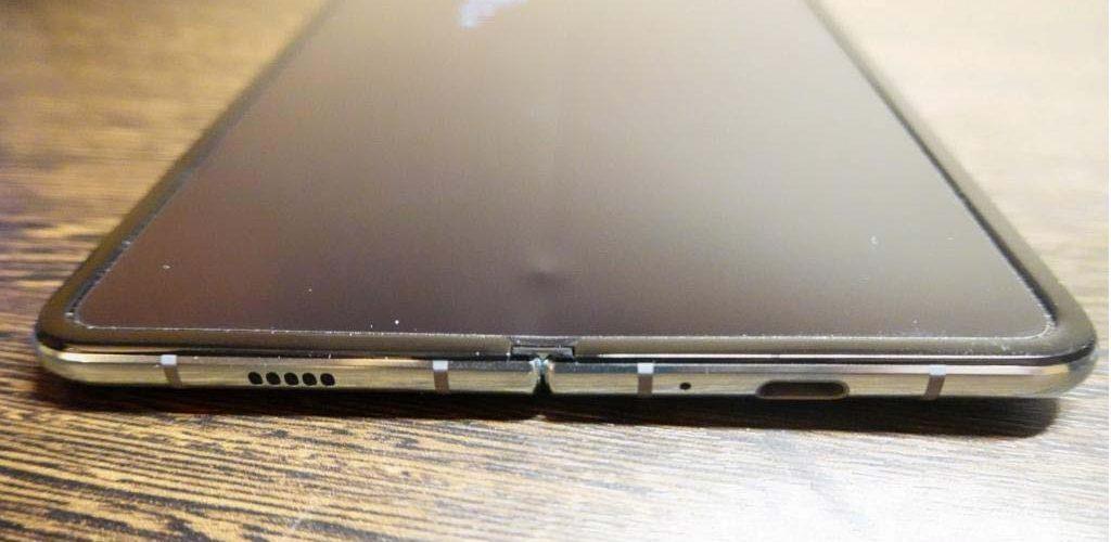 Samsung Galaxy Fold met bobbel onder het display