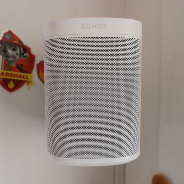 Vogel's Wall Mount for Sonos One & Play:1 Sonos One Hangend