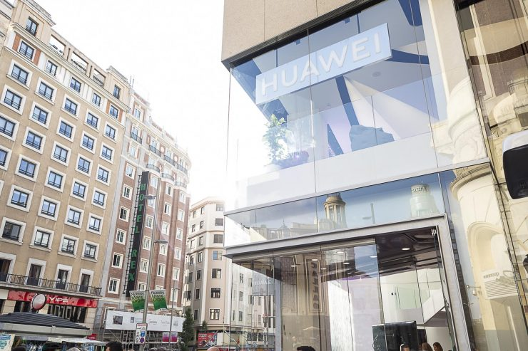 Huawei Space Madrid van buiten