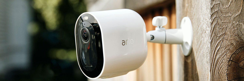 Arlo Pro 3 aan schutting