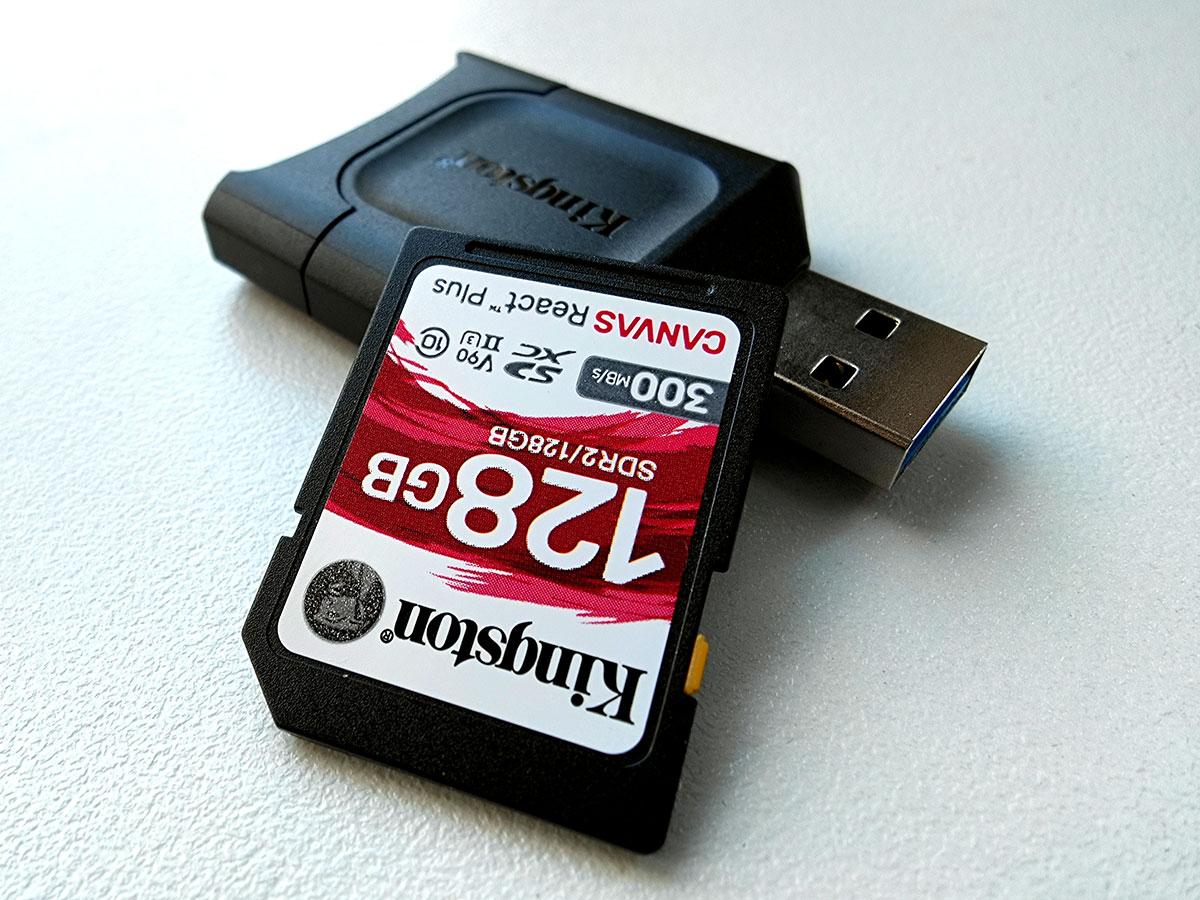 Kingston Canvas React 128GB met cardreader